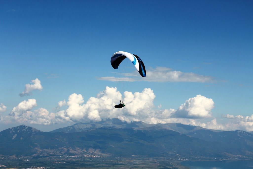 Airzone Gleitschirmreise Mazedonien Chili vor Wolkenkulisse