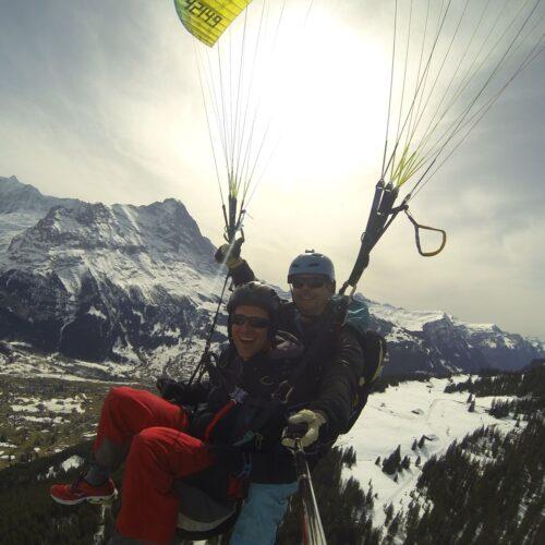 Airzone Tandemflug Selfie vor Winterlandschaft