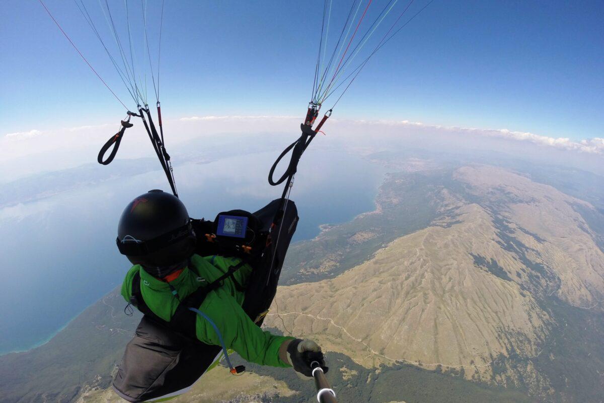 Airzone Gleitschirmreise Mazedonien Selfie hoch über Ohridsee