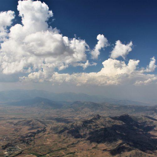 Airzone Gleitschirmreise Mazedonien Wolken über Flachland