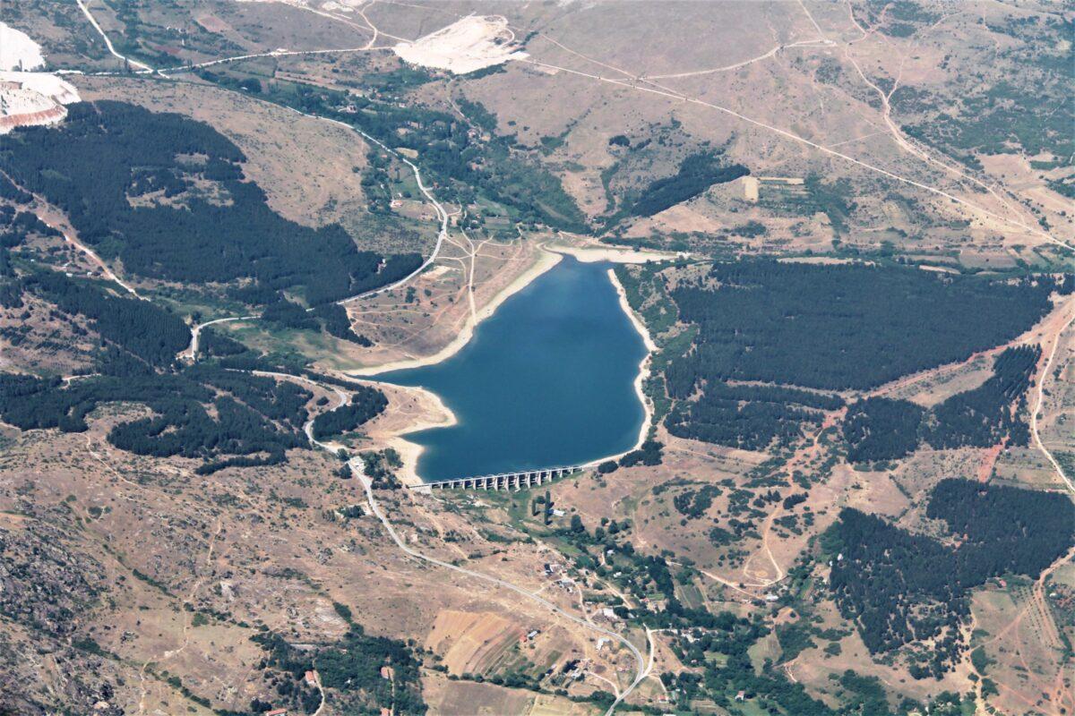 Airzone Gleitschirmreise Mazedonien kleiner See Vogelperspektive