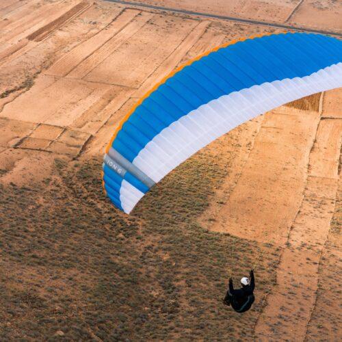 Nova Ion 6 blue über Wüstenlandschaft