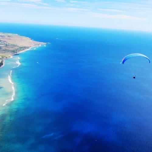 Gleitschirmreise La Reunion Flug über Meer