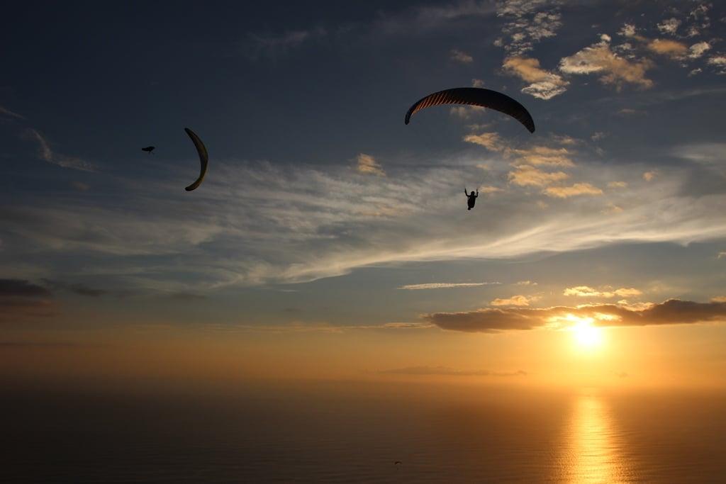 Gleitschirmreise La Reunion Wingover im Abendlicht