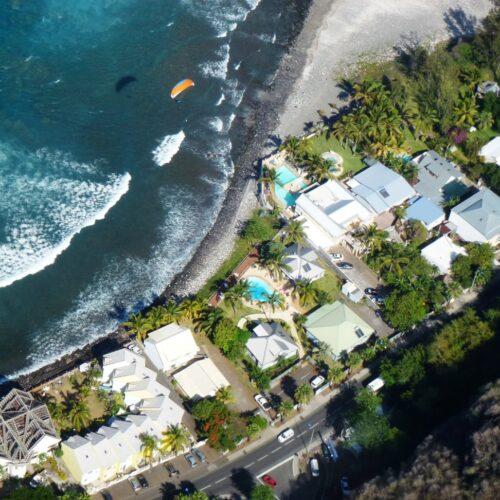 Gleitschirmreise La Reunion Landeanflug bei Unterkunft Vogelperspektive