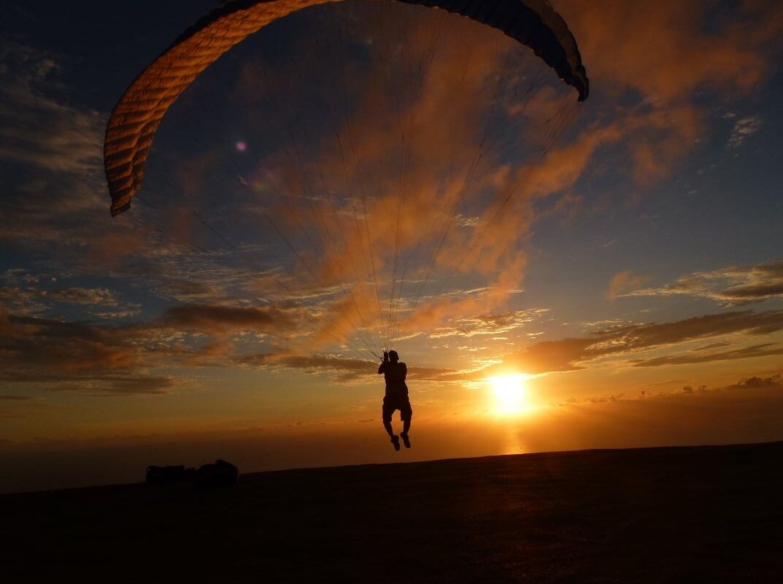 Gleitschirmreise La Reunion Starten in Sonneuntergang