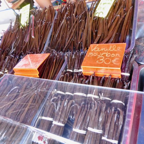 Gleitschirmreise La Reunion Vanillestangen am Markt in St Paul