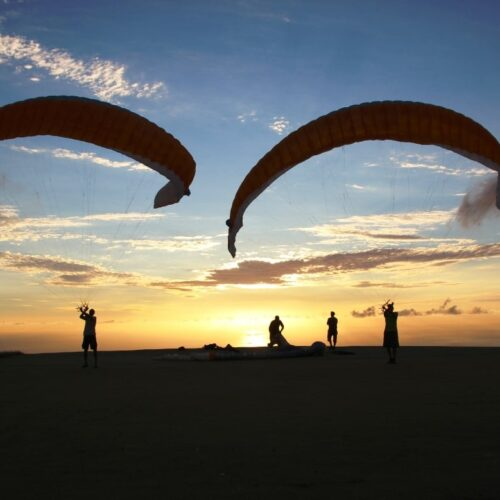 Gleitschirmreise La Reunion Groundhandling im Sonnenuntergang