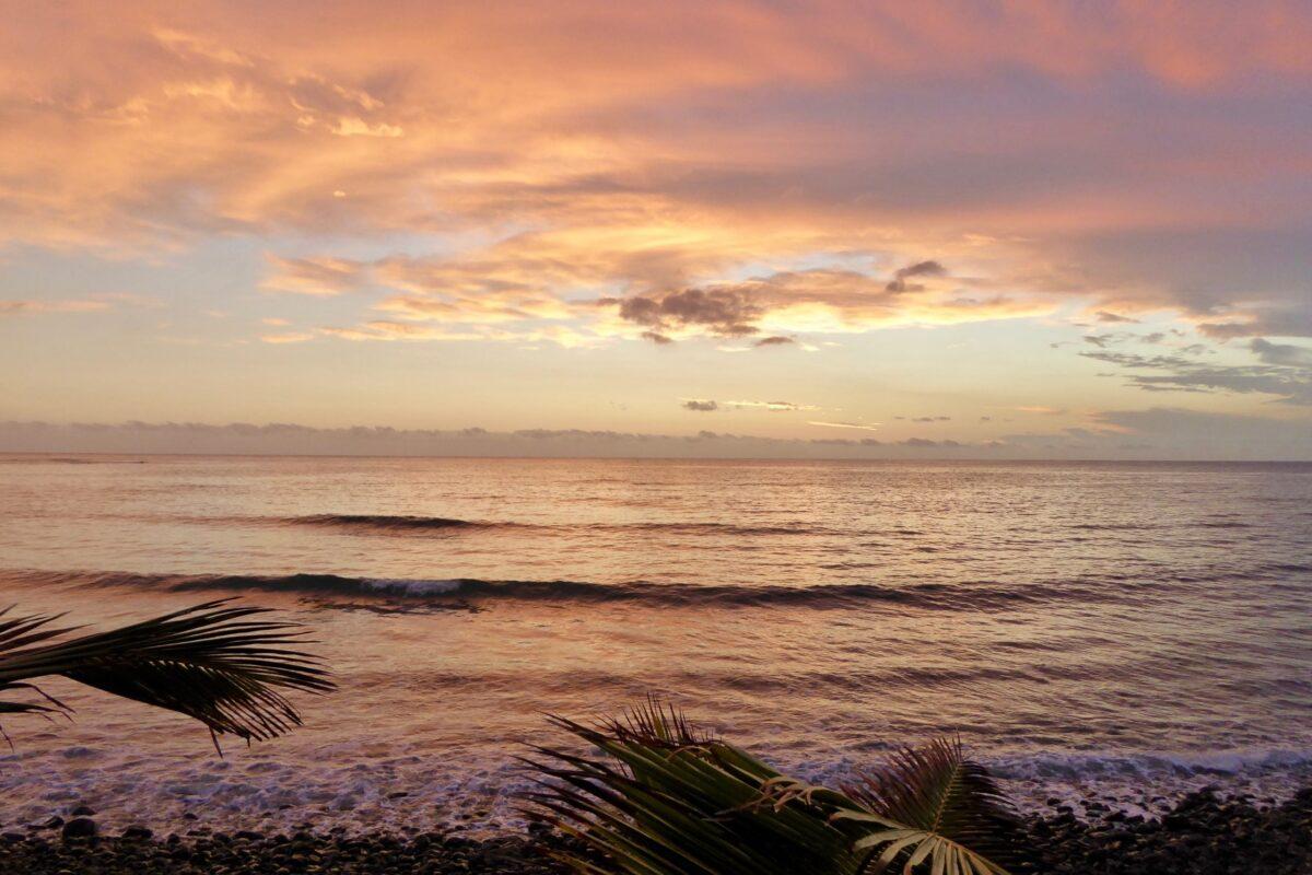Gleitschirmreise La Reunion Strand in Abendstimmung