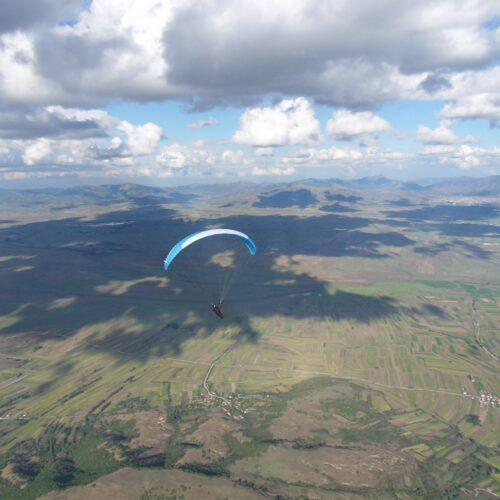 Airzone Gleitschirmreise Mazedonien Sigma über Flachland von vorne
