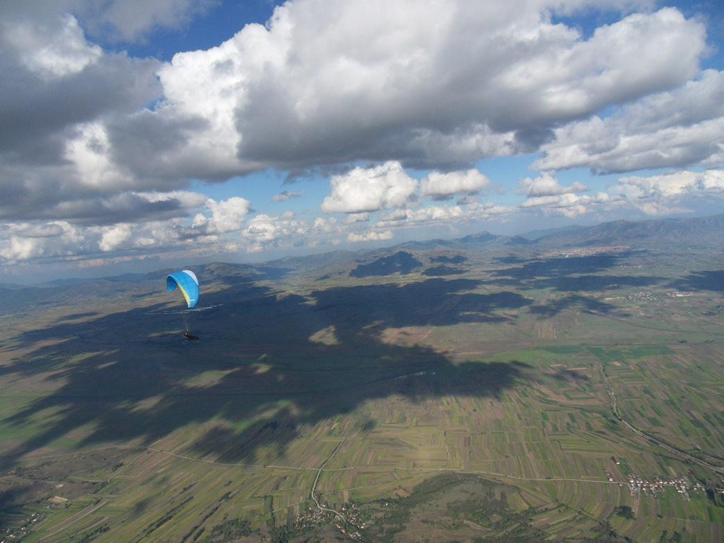 Airzone Gleitschirmreise Mazedonien Sigma über Flachland Wolkenstrasse