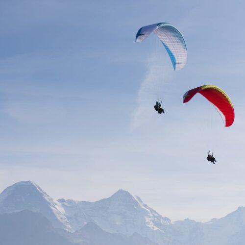 Advance Bibeta 6 Seitenansicht über Berge