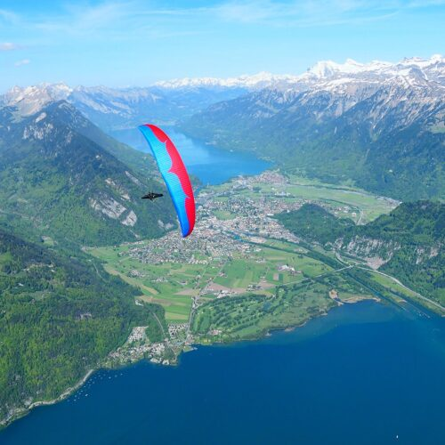 Ozone Enzo 3 wing over über Thunersee